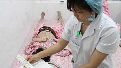 Đi khám thai, bác sĩ yêu cầu mổ cấp cứu cho bà bầu 18 tuổi