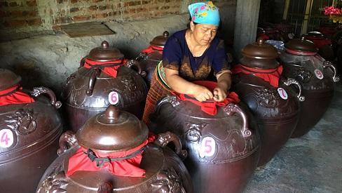Bí quyết làm rượu Hang Chú không gây đau đầu của người Mông