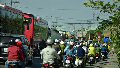Mùng 4 Tết, người dân các tỉnh tranh thủ quay lại TP. HCM sớm để tránh ùn tắc