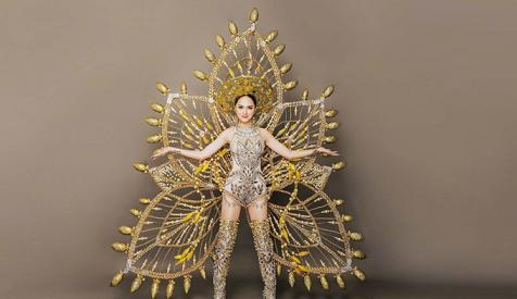 Hương Giang Idol mặc gì trong phần thi trang phục dân tộc ở Hoa hậu chuyển giới?