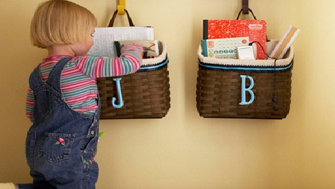 Làm sao để dạy trẻ biết cách dọn đồ từ khi 1 tuổi?