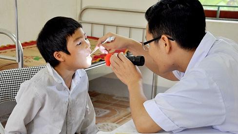 Biến chứng nguy hiểm của bệnh viêm họng do liên cầu khuẩn, đặc biệt lưu ý khi dùng thuốc điều trị