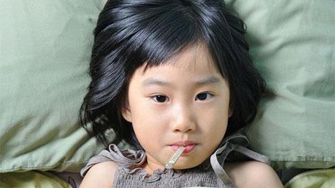 Nhận biết 4 dấu hiệu rõ rệt nhất để phát hiện trẻ bị viêm phổi