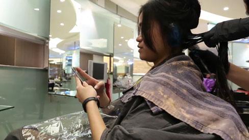 Người phụ nữ bị xơ gan mãn tính vì thói quen nhuộm tóc rất nhiều chị em đang làm