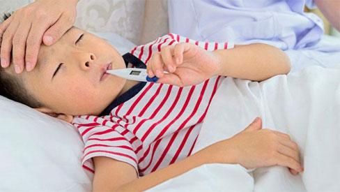Cách chăm sóc tại nhà và dấu hiệu của bệnh sốt phát ban ở trẻ