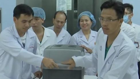 Bác sĩ 2 miền Nam – Bắc gồng mình chạy đua với ca ghép tạng xuyên Việt