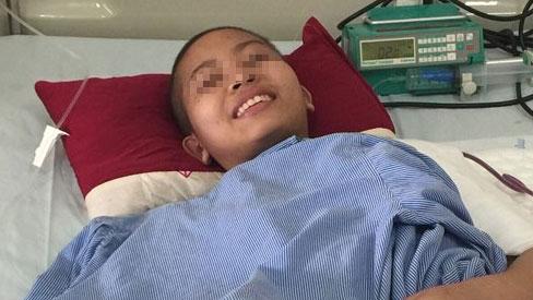 Thiếu nữ 16 tuổi được nối cánh tay sau khi bị mắc ung thư xương
