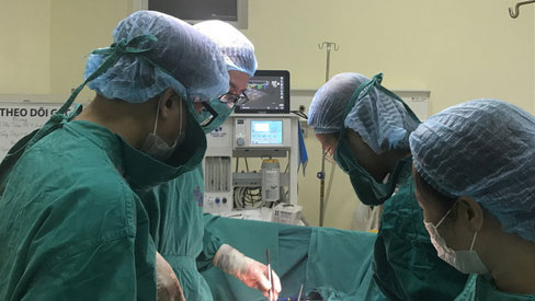 Phát hiện khối u khổng lồ sau những cơn đau bụng