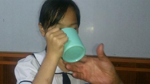Hải Phòng: Giáo viên tiểu học phạt học sinh uống nước giặt giẻ lau bảng vì nói chuyện riêng trong lớp