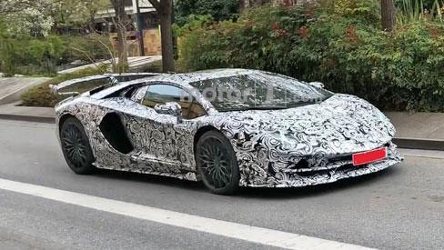 Siêu xe hiệu suất cao 'cuối cùng' của Lamborghini lộ ảnh chạy thử