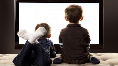 Làm sao để kiểm soát thời gian trẻ xem tivi, điện thoại?