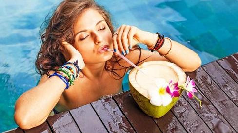 Mỗi ngày một cốc nước dừa giúp giảm nguy cơ tăng huyết áp