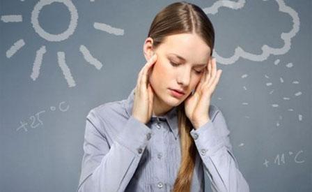 Cách chống lại cơn đau đầu khi thời tiết thay đổi