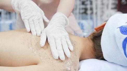 Phái đẹp thận trọng với trào lưu tắm trắng, tiềm ẩn nhiều nguy cơ gây ung thư da