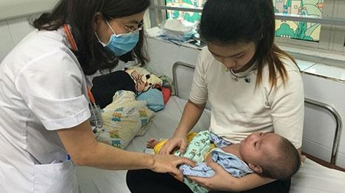 Nguy hiểm bệnh sởi ở trẻ chưa đủ tuổi tiêm vắc-xin