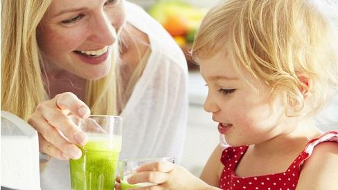 Mùa hè oi bức nên cho bé ăn gì để làm mát cơ thể?
