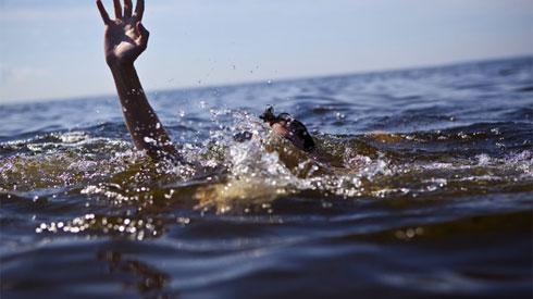 Đi bơi mùa hè: Làm gì để tránh tai nạn đuối nước?