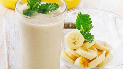 Uống sinh tố chuối sữa mỗi ngày, bạn sẽ nhận được vô số lợi ích không thể ngờ này