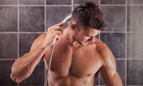 Chuyên gia giải thích việc tắm đêm có gây đột tử?