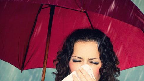 Mấy ngày Hà Nội nắng mưa thất thường, cần chú ý những điều sau để phòng ngừa nguy cơ mắc bệnh