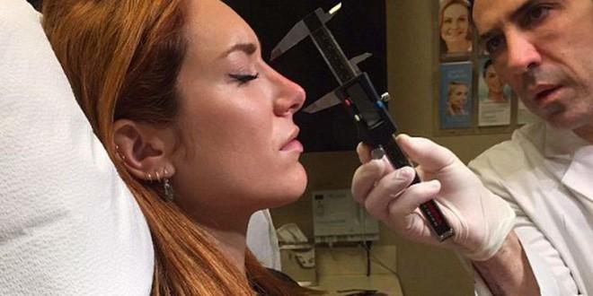 Tiêm Filler vào mũi sau đó bóp nặn thành dáng cao dài thẳng tắp... nhìn quá đáng sợ-8