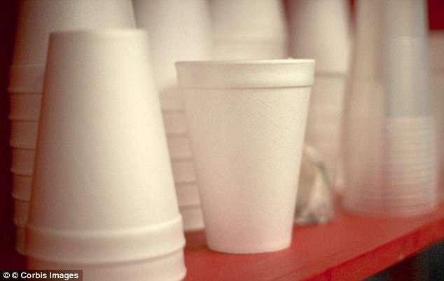 Bao bì nhựa, cốc dùng một lần có thể gây ung thư cho người dùng-1