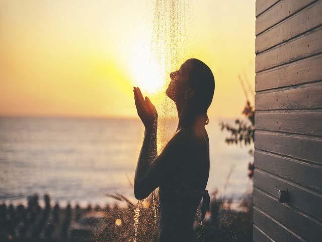 Hiểu được những lý do sau, bạn sẽ biết mình nên tắm vào ban đêm hay ban ngày-1