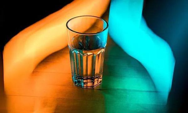 Hoại tử tay chân vì thường quên uống nước: Mỗi ngày cần uống bao nhiêu là đủ?-3