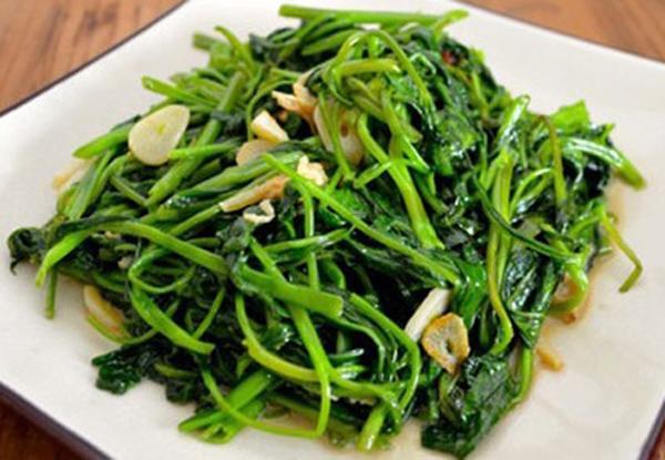 Ăn rau thừa từ bữa trước, 4 người bị ngộ độc nitrit - chất gây ung thư cực nguy hiểm-1
