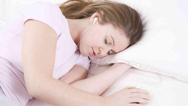 Cô gái 20 tuổi bị điếc đột ngột chỉ vì thường xuyên đeo thứ này khi ngủ-4
