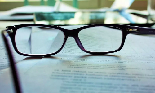Chuyên gia khẳng định: Học nhiều dễ bị cận thị!-1