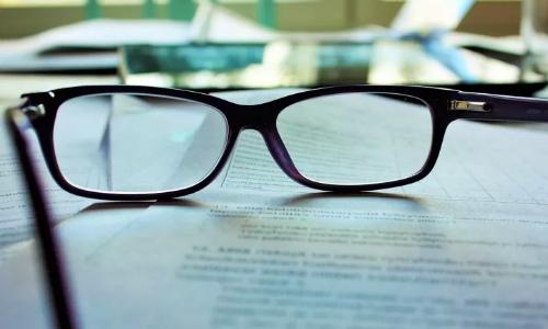 Chuyên gia khẳng định: Học nhiều dễ bị cận thị!