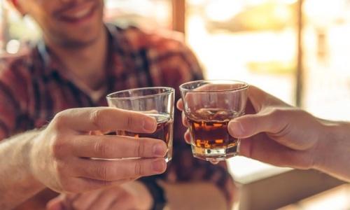 3 lầm tưởng của quý ông khi uống rượu bia