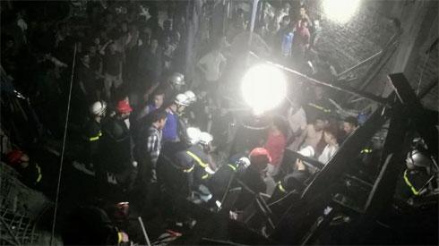 Hà Nội: Sập công trình xây dựng, 1 người bị trần bê tông đè lên người lấp tử vong