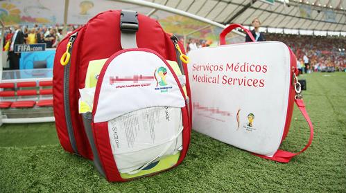 Bên trong túi đồ cấp cứu của bác sĩ tại World Cup
