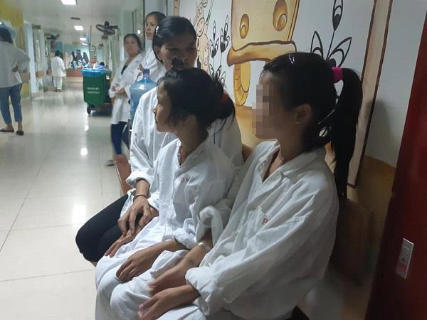 2 chị em có cả bộ phận sinh dục nam và nữ: Cứ vào nhà vệ sinh lại bị đuổi-1