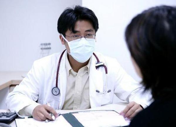 Người phụ nữ xì hơi hơn 30 lần/ngày, đến khi nhập viện bác sĩ lắc đầu không chữa được-1