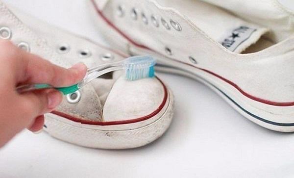 Mách cách giặt giày thể thao một phút xong ngay mà lại sạch thơm như mới-2