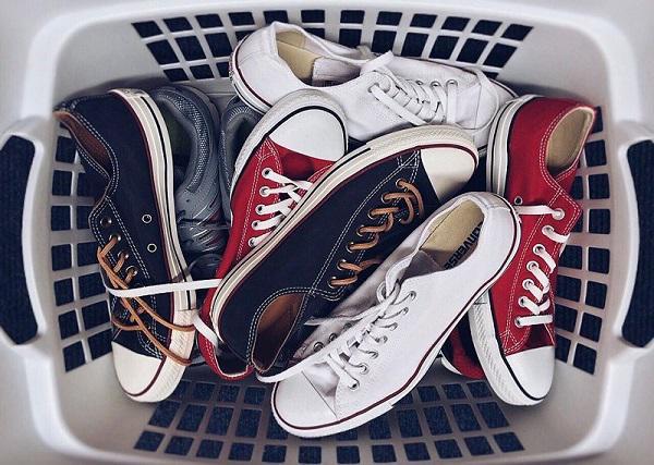 Mách cách giặt giày thể thao một phút xong ngay mà lại sạch thơm như mới-1