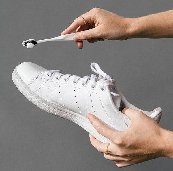 Mách cách giặt giày thể thao một phút xong ngay mà lại sạch thơm như mới-7