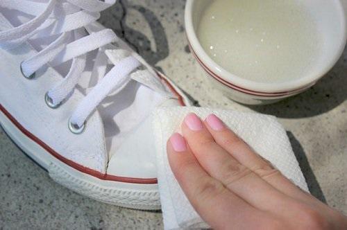 Mách cách giặt giày thể thao một phút xong ngay mà lại sạch thơm như mới-6