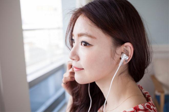 Nguy cơ điếc đột ngột vì sai lầm khi đeo tai nghe-1