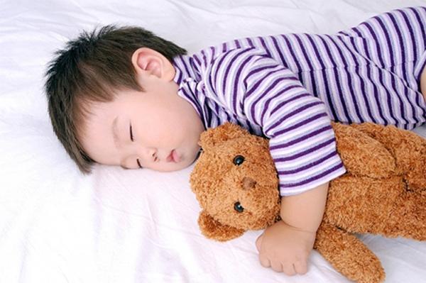 Cậu bé 5 tuổi tử vong sau giấc ngủ trưa, nghe bác sĩ giải thích cô giáo liền ngã khuỵu-2