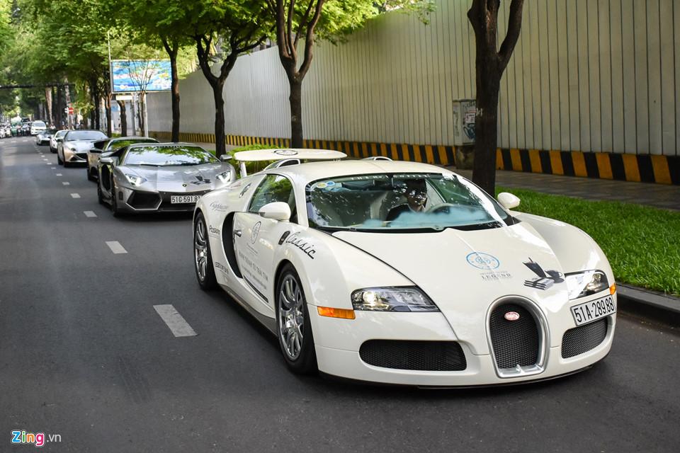 Siêu xe triệu USD của ông Đặng Lê Nguyên Vũ nối đuôi trên phố SG-3