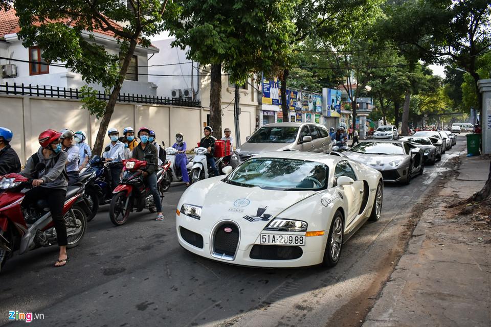 Siêu xe triệu USD của ông Đặng Lê Nguyên Vũ nối đuôi trên phố SG-4