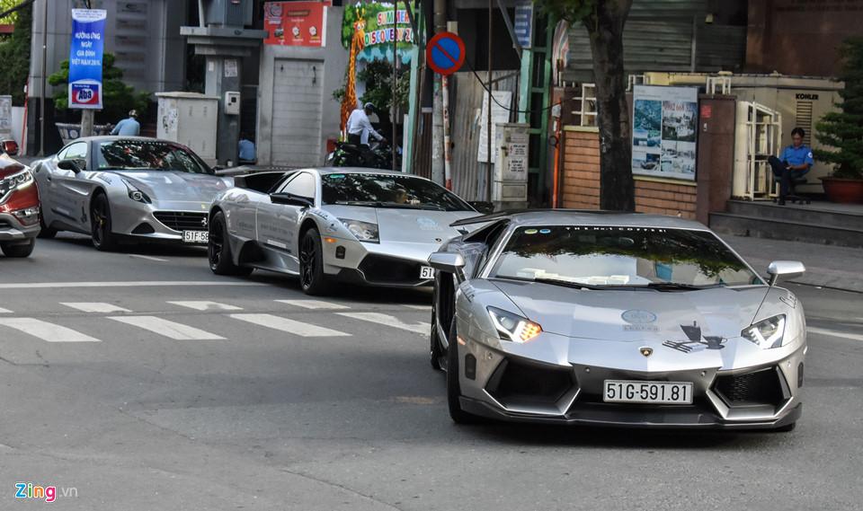 Siêu xe triệu USD của ông Đặng Lê Nguyên Vũ nối đuôi trên phố SG-5