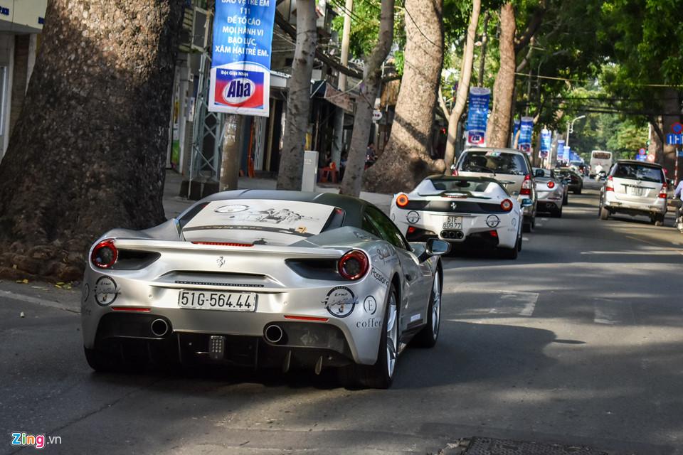 Siêu xe triệu USD của ông Đặng Lê Nguyên Vũ nối đuôi trên phố SG-6