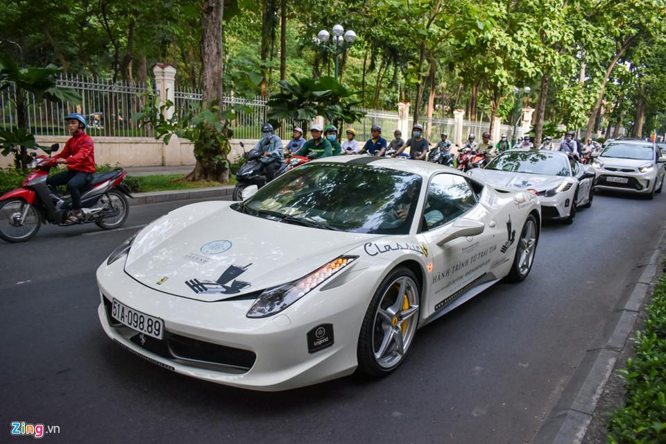 Siêu xe triệu USD của ông Đặng Lê Nguyên Vũ nối đuôi trên phố SG-7