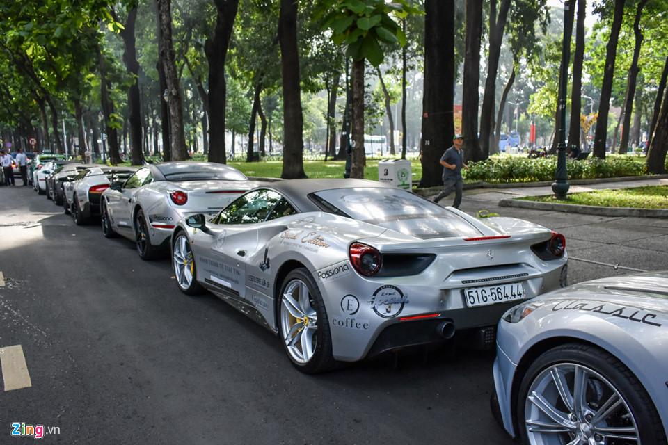Siêu xe triệu USD của ông Đặng Lê Nguyên Vũ nối đuôi trên phố SG-9