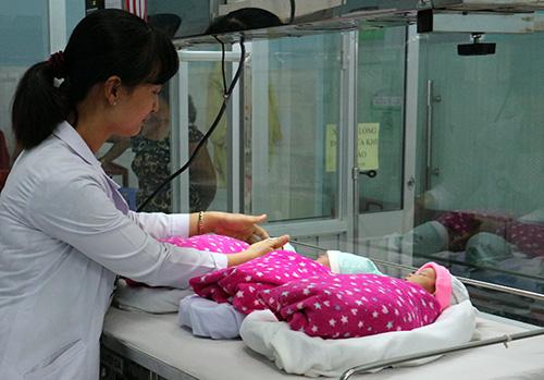 Người phụ nữ bỏ điều trị vô sinh bất ngờ mang tam thai-2